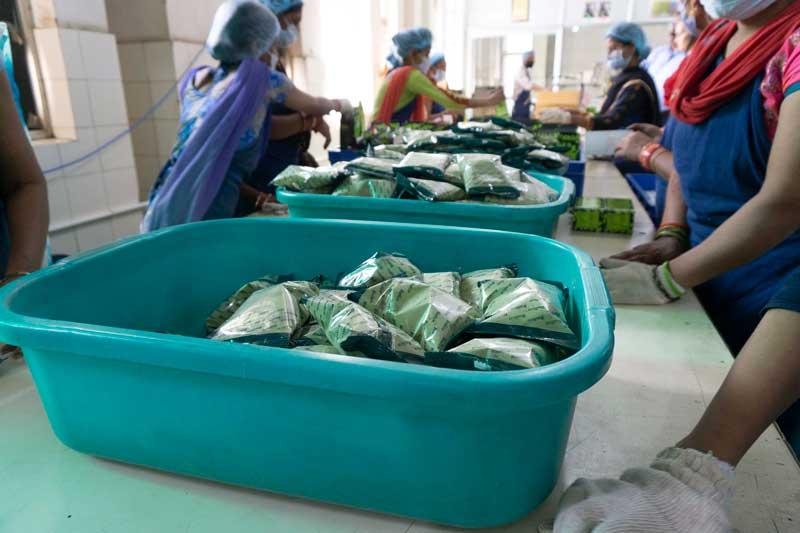 Radico kasviväri pakataan ilmatiiviin pakkaukseen